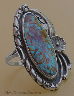 A Bisbee blue lavander turquoise is serrated on this Navajo Native american ring