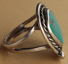 Indian Native American sterling silver and turquoise ring