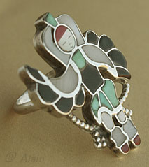 Zuni Indian Native American ring, mosaïc inlay Eagle Dancer, hallmarked signed LV Harker.