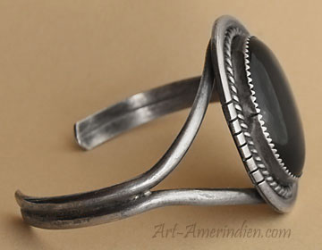 Navajo Indian native american sterling silver and onyx cuff bracelet, unsigned old pawn jewelry