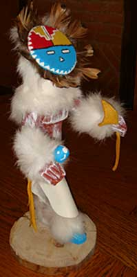 Poupée fétiche Kachina Amérindienne représente un Dancer à face de soleil