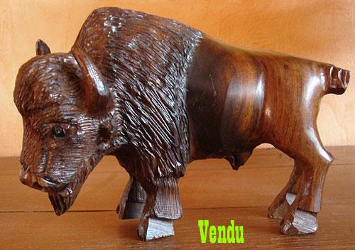 Sculpture amérindienne Navajo, bison en bois de fer