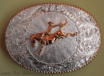 Boucle de ceinture Américaine en bronze et argent, représentant une scène  Western de cowboy faisant ... acdfd86a481
