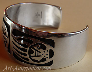 Indian native American bracelet by Hopi silversmith Ben Mansfield, bear fetish and bear pawns Sterling Silver Overlay design